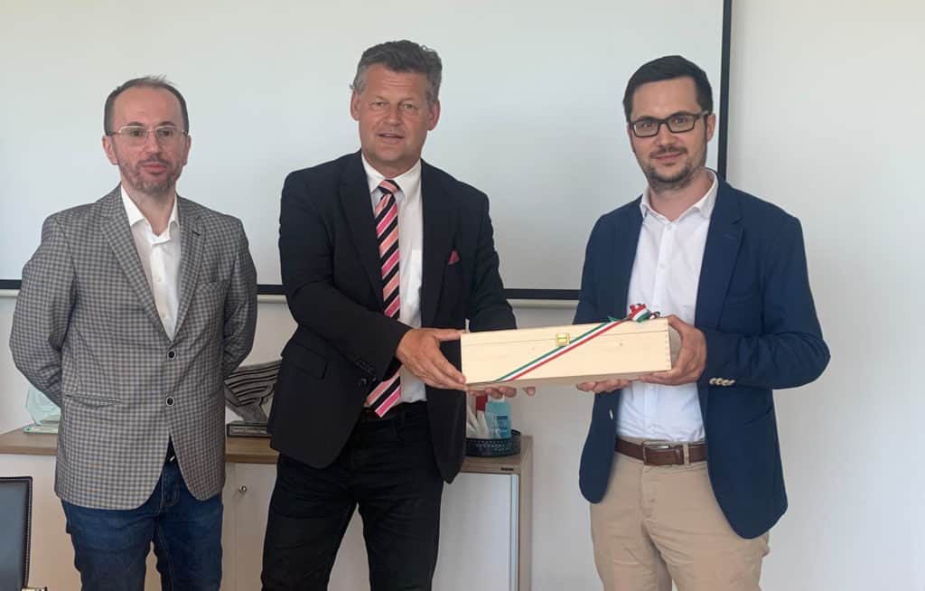 v.l. Mag. Dr. Alijagic, Bürgermeister Christian Scheider mit Anexia-Chef Alexander Windbichler © Bürgermeisterbüro Stadt Klagenfurt