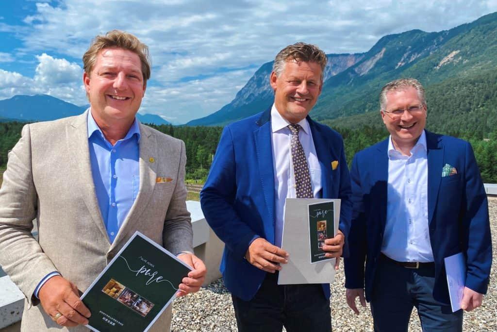 Von links: Die Bürgermeister Günther Albel, Christian Scheider und Martin Kulmer zu Besuch im Logistk Center Austria Süd in Fürnitz © Bürgermeisterbüro