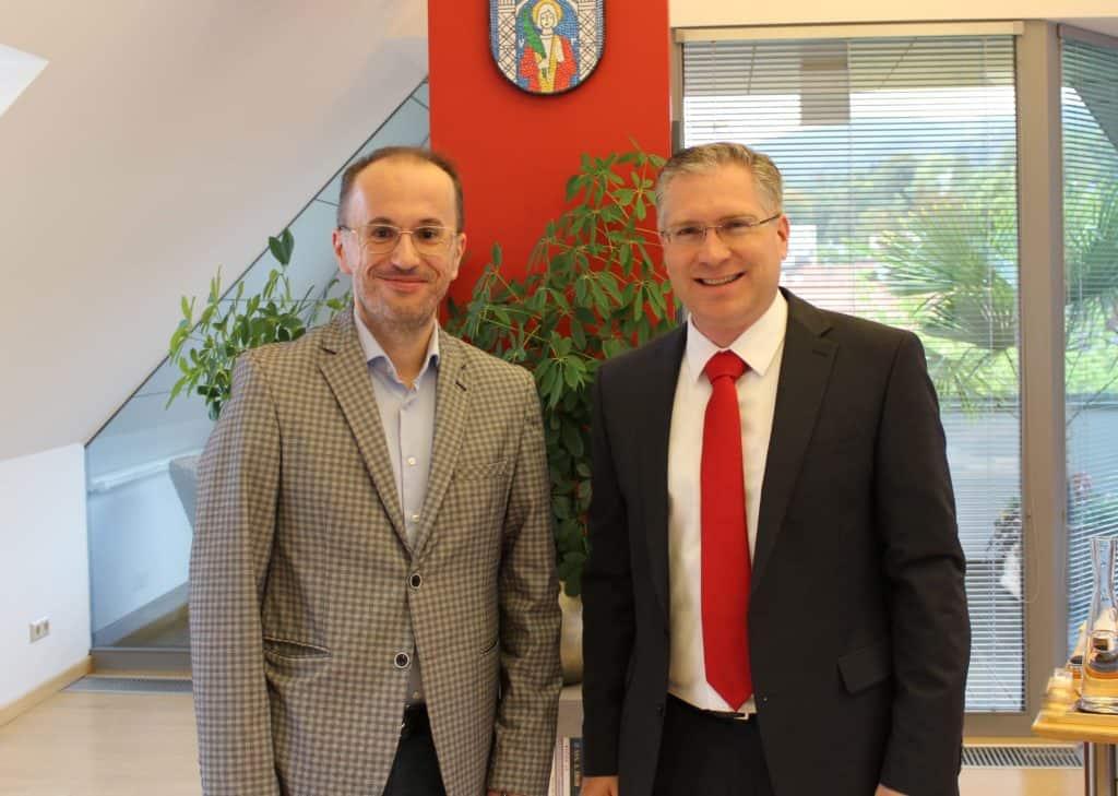 Geschäftsführer des Zentralraumes Kärnten Plus, Adnan Alijagic und Bürgermeister St. Veit Ing. Martin Kulmer. © Zentralraum Kärnten+